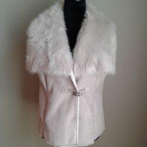 Nic+Zoe cream vest size medium faux fur collar